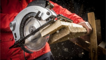 6 Best Cordless Metal Circular Saws [Buyers Guide 2020]